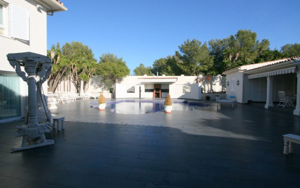 Beautifull luxury villa in tranquil area with highest standards