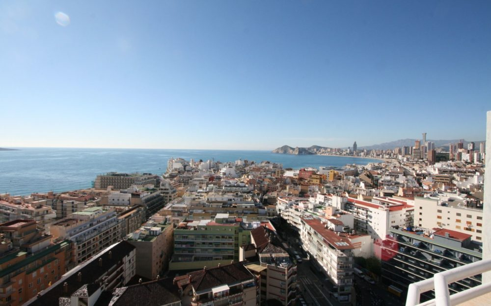 Spectacular large penthouse in Benidorm center for sale (reform)